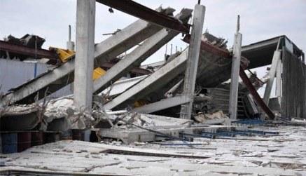 crolli capannoni terremoto
