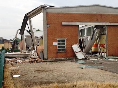 Capannone prefabbricato crollato durante terremoto 2012