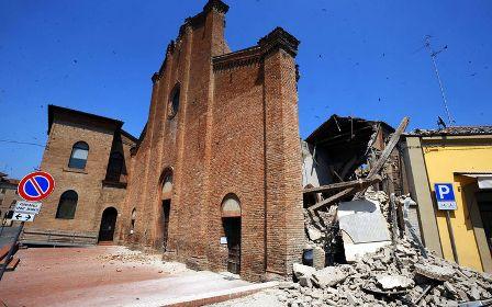 Chiesa crollata durante terremoto 2012